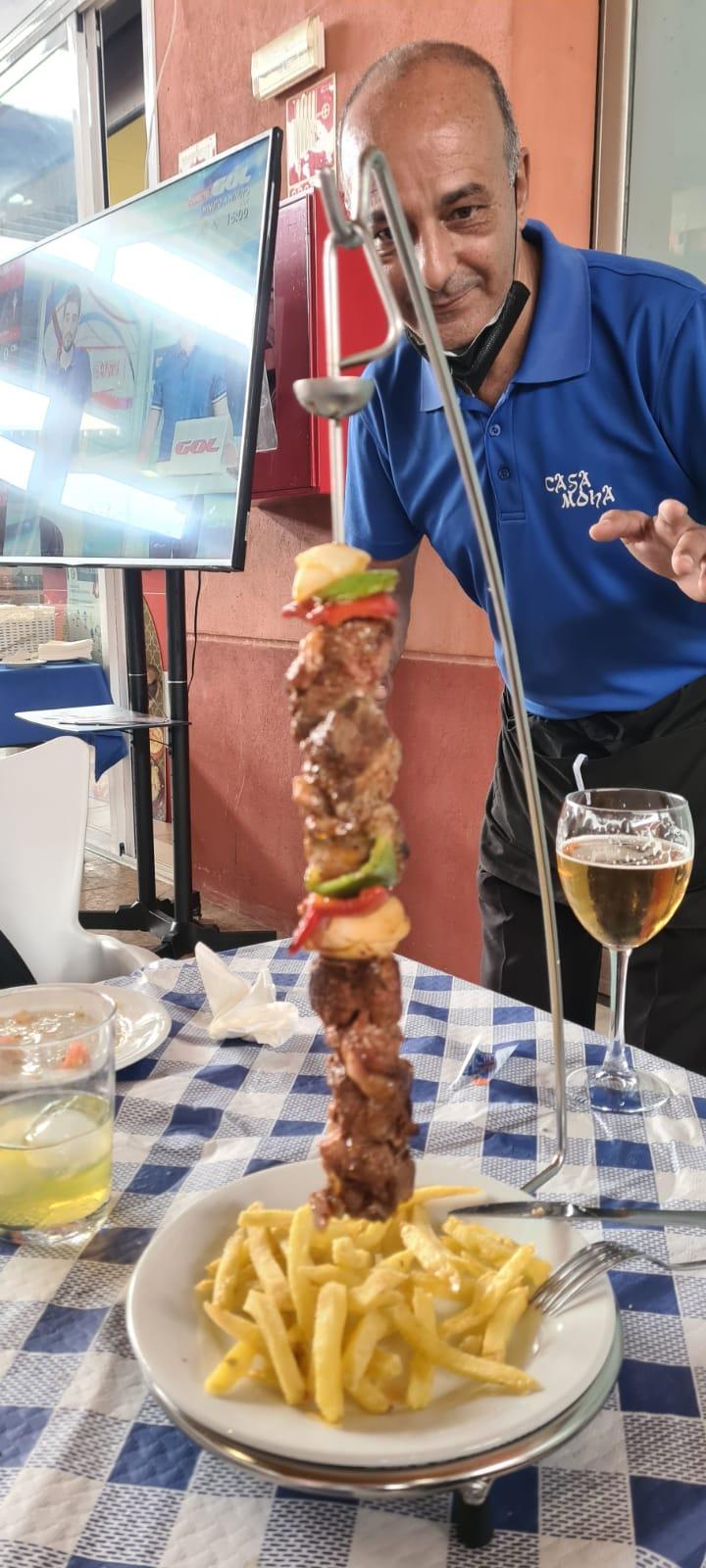 Brocheta de cordero Casa Moha Punta Umbría comida marroquí y mediterránea